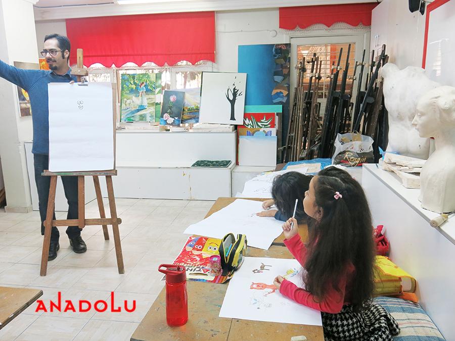 Çukurovada Çocuklar İçin Karikatür Eğitimleri Devam Ediyor