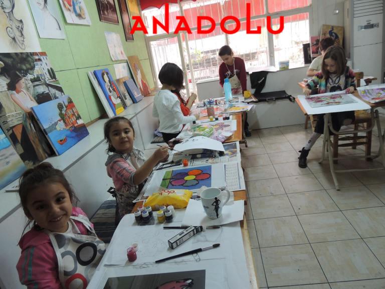 Çocuklar Resim Atölyesinde Çukurovada