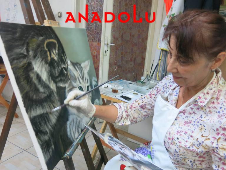 Yağlı boya Kedi Resmi Yapan Kadın Çizimi Çukurovada
