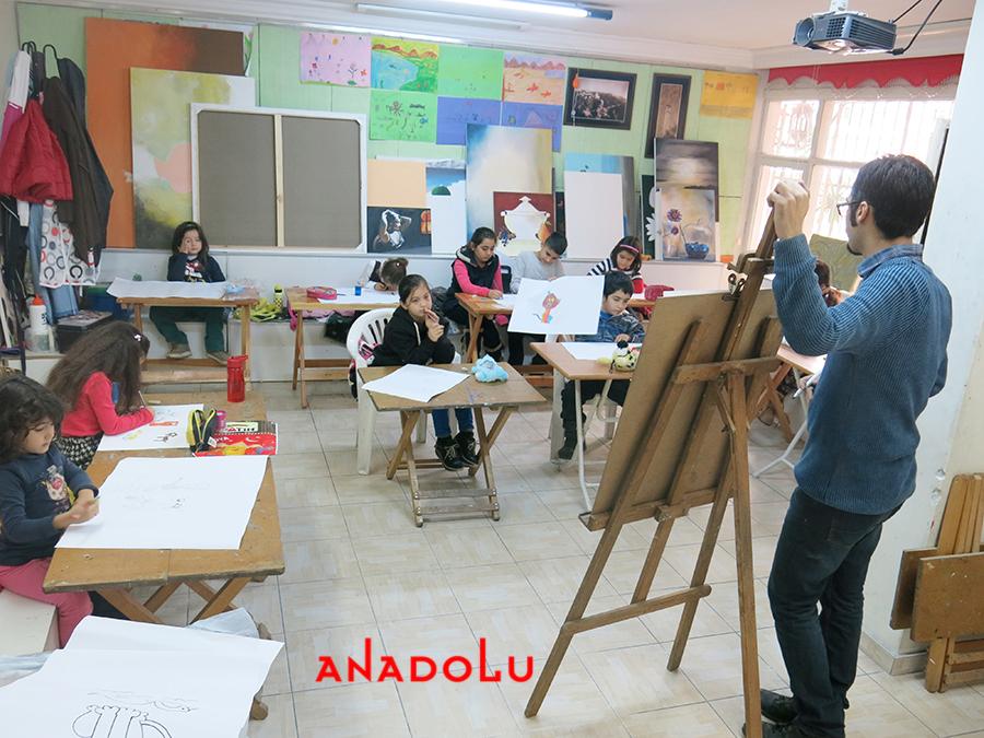 Çocuklarla Ebru Eğitimleri Devam Etmekte Diyarbakır