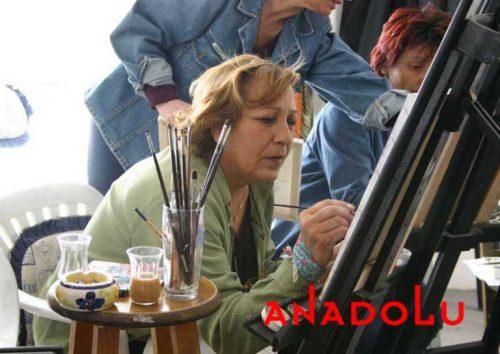 Zeliha Hanım Resim Çalışırken Diyarbakır